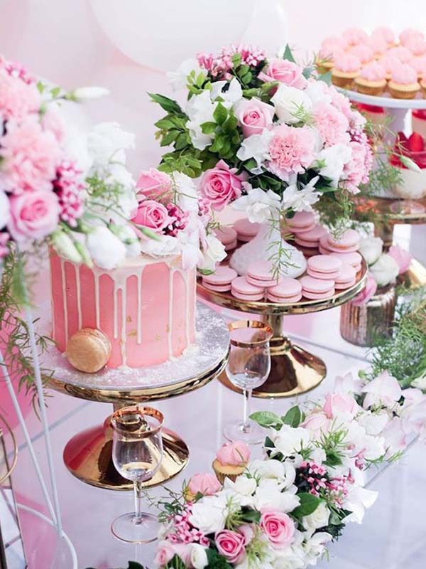 gateau d'anniversaire création sur mesure par cake designer avec buffet sucré